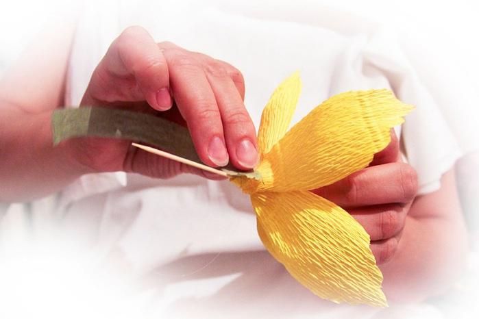 Мастер класс орхидея из гофрированной бумаги и конфет своими руками 36