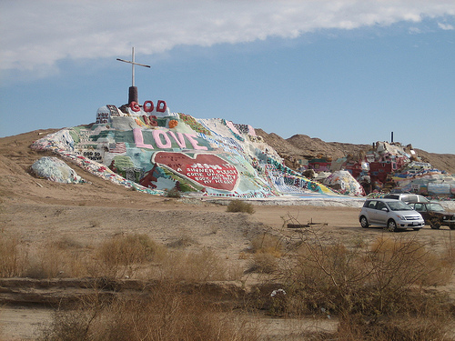 salvation-mountain-06 (500x375, 127Kb)
