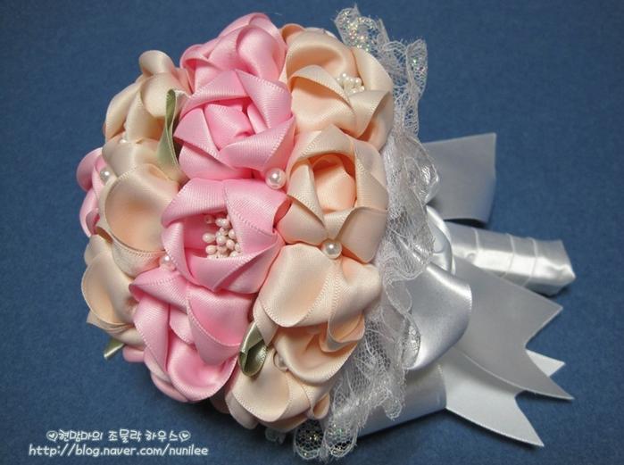 Мастер-класс по созданию очень красивого свадебного букета из атласных лент.  Небольшое отступление от темы для...