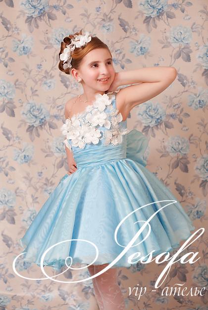 Праздничное платье с цветами для девочки