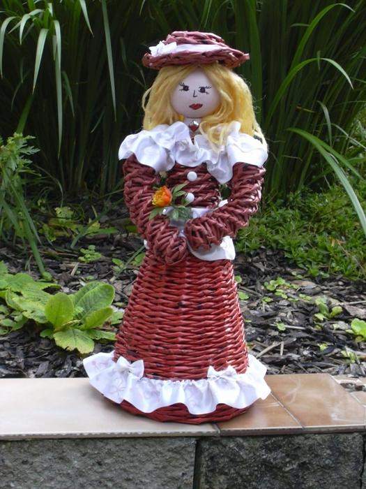 Кукла из газетных трубочек (1)