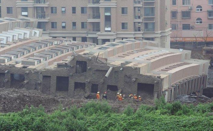 упавший дом китай 2 (700x432, 69Kb)