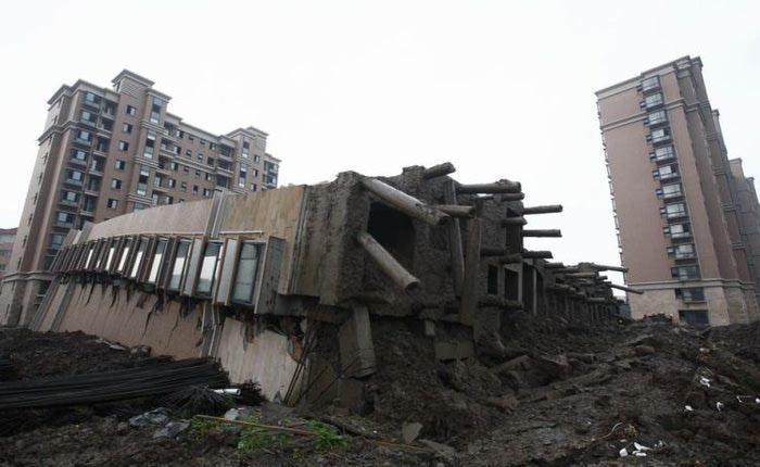 упавший дом китай 7 (700x430, 48Kb)