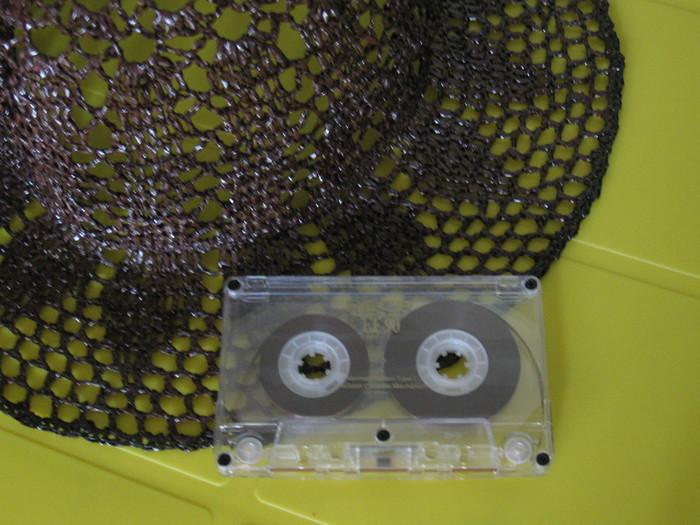 Поделки из магнитофонных лент