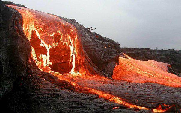 Вулкан Килауэа на острове Гавайи. Килауэа – один из наиболее активных вулканов в мире, который продолжает извергаться почти непрерывно с 1983 года (604x378, 53Kb)