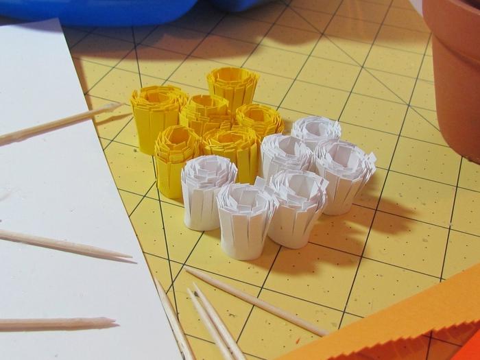 Делаем ромашки разных цветов и оттенков.