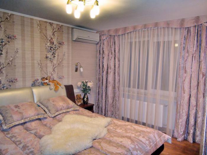 Современный дизайн штор для спальни с балконом