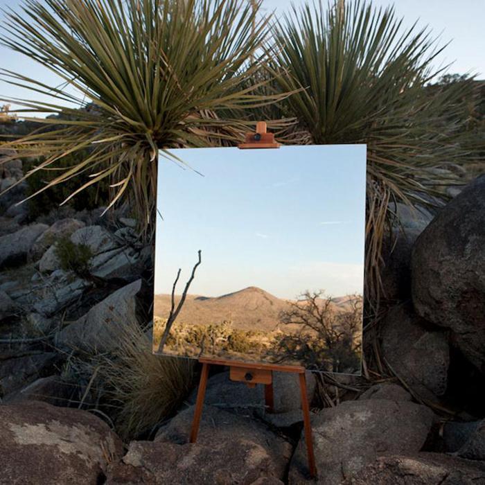 Пограничный эффект. Пустынные ландшафты с зеркалом и мольбертом