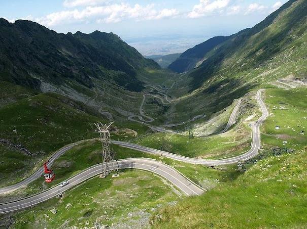 Румынская дорога Трансфагарасан, длинною 90 км. проходит через горы Фагарас в Румынии и часть трансильванских Альп и соединяет Трансильванию с Мунтенией. (605x453, 116Kb)