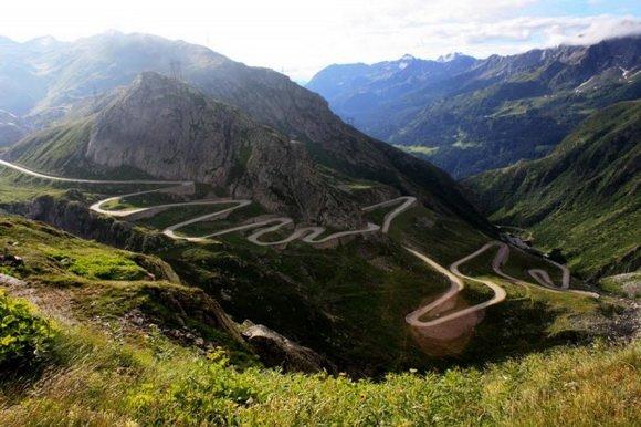 Швейцарский перевал Готтарда – самый извилистый из всех Альпийских перевалов. Максимальная ее высота составляет 2108 метров. (580x386, 59Kb)