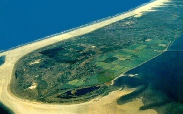 плавающий остров серых монахов6 (600x374, 158Kb)