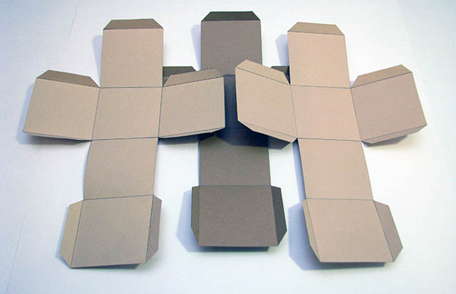 внутреннюю сторону кубиков