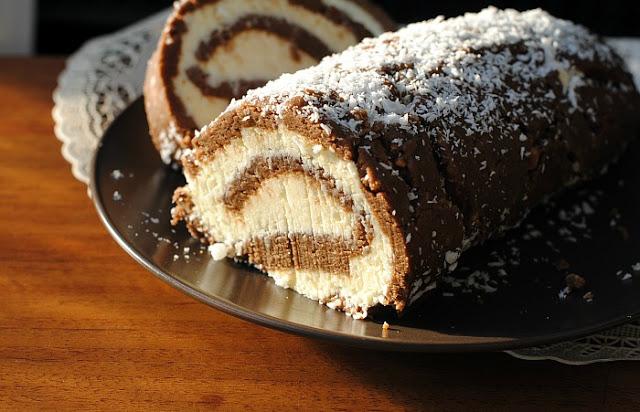 Торт без выпечки с ананасом из печенья