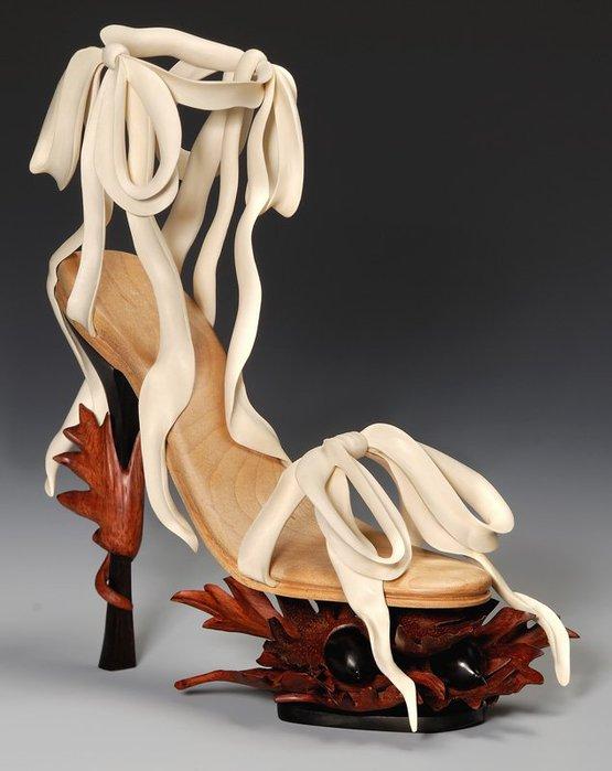 скульптуры из дерева Дениз Нильсен и Джордж Уортингтон 3 (555x700, 52Kb)