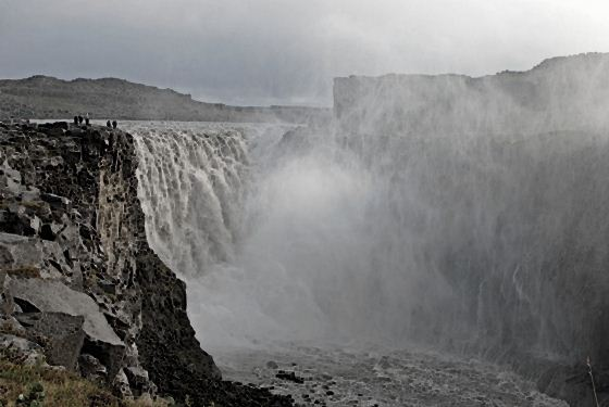 Водопады Исландии3 (560x375, 32Kb)