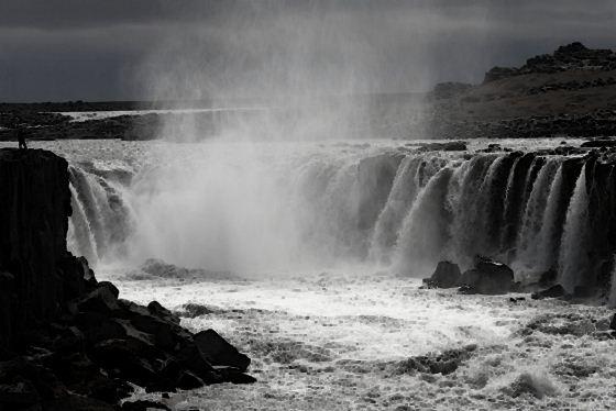 Водопады Исландии7 (560x374, 34Kb)