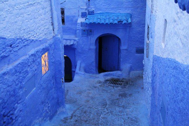 В голубом этот город всплыл, Чистота или утро в нем. 88363