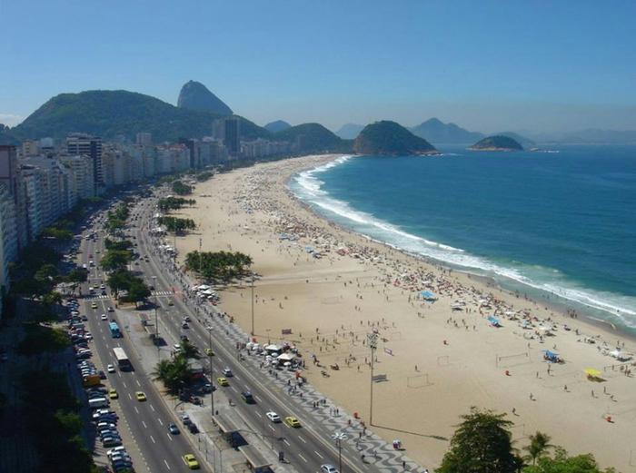 Пляж Копакабана, Рио-де-Жанейро, Бразилия (700x521, 310Kb)