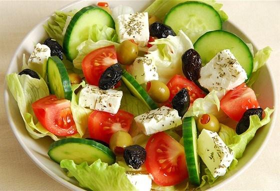 греческий салат (560x382, 75Kb)