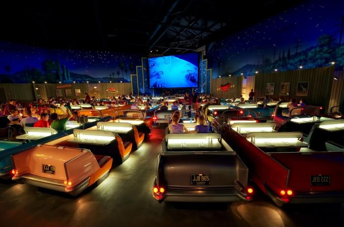 ресторан Sci-Fi Dine-In Диснейуорлде 2 (700x463, 318Kb)