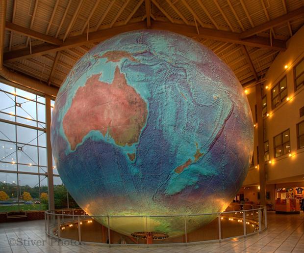 самый большой в мире глобус 1 (620x515, 458Kb)