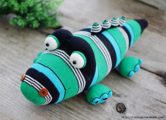 КРОКОДИЛ из носков. Шьем игрушку (2) (649x470, 173Kb)