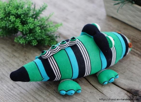 КРОКОДИЛ из носков. Шьем игрушку (4) (585x426, 159Kb)