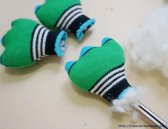 КРОКОДИЛ из носков. Шьем игрушку (8) (590x453, 134Kb)