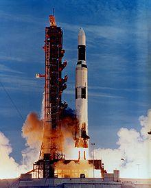 Описание: Американцы обманули весь мир – они на Луну не летали/2979159_Start_raketi (220x274, 12Kb)