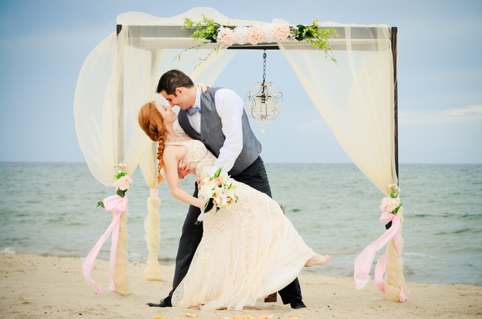 wedding-bells-and-sea-shells-beach-wedding-1140x757 (700x464, 275Kb)