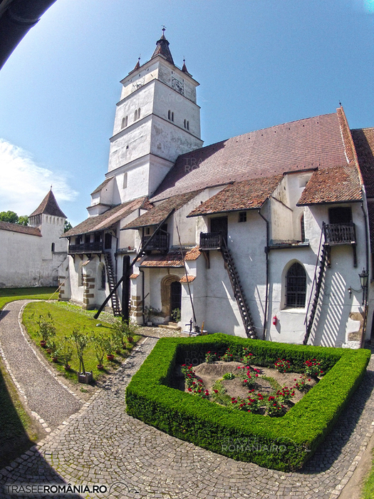 biserica-fortificata-de-la-harman-8 (525x700, 552Kb)