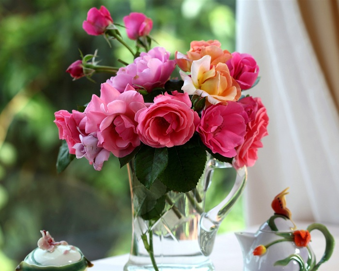 Bouquet-of-roses-in-a-vase_1280x1024 (700x560, 103Kb)