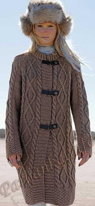 Вязаное пальто, отороченное