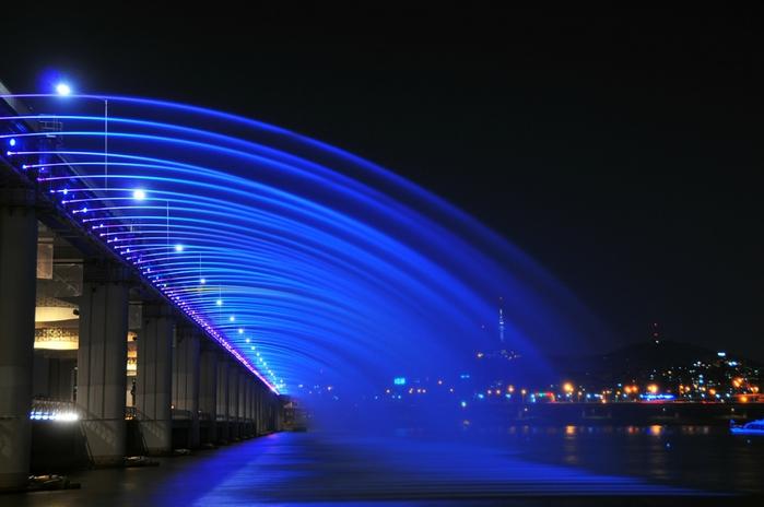 фонтан лунная радуга в южной корее 3 (700x464, 192Kb)