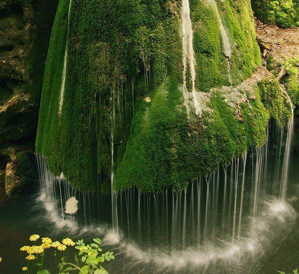 Водопад в Румынии (600x550, 102Kb)