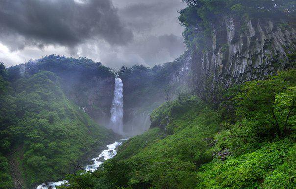 Кэгон — водопад в районе города Никко, префектура Тотиги, Япония. Расположен в национальном парке Никко на реке Дайягава (604x385, 48Kb)