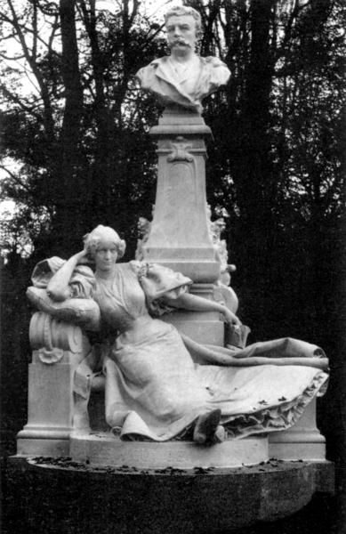 Памятник ги де мопассану в парке монсо