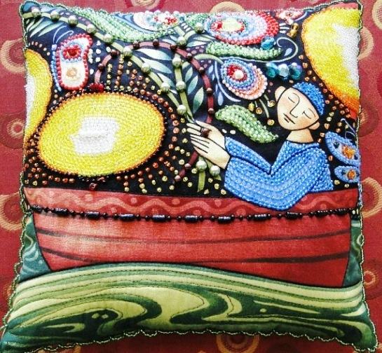 подушки из бисера. вышивка бисером.