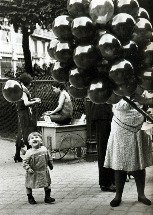 3535126_Brassap_BalloonsellerinParcMontsouris_1931_34 (498x700, 114Kb)