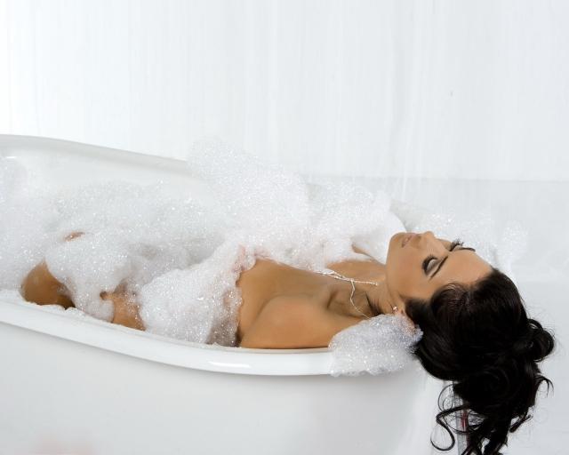 В ванной фото девушки