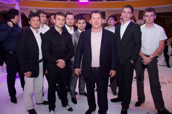 Ismail-Shangareev_Исмаил-Шангареев_На_выставке (700x466, 98Kb)