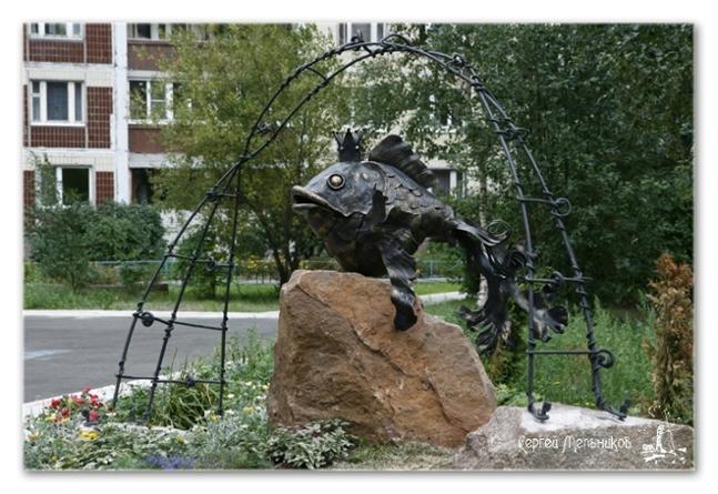 памятник в рыбацком сквере