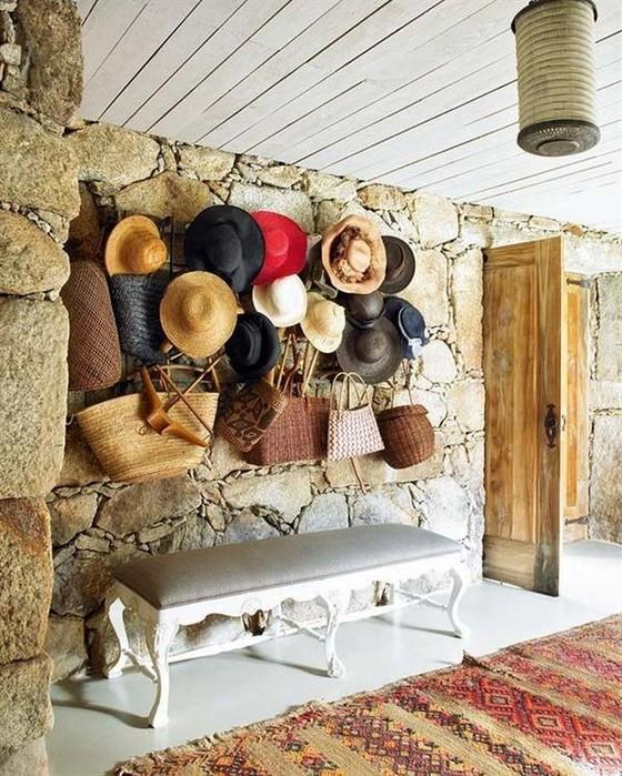 Настенный декор интерьера с помощью шляп 16 (560x700, 152Kb)
