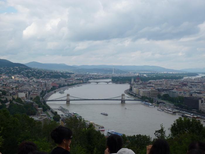 Вид с горы Геллерт на Будапешт (700x525, 87Kb)