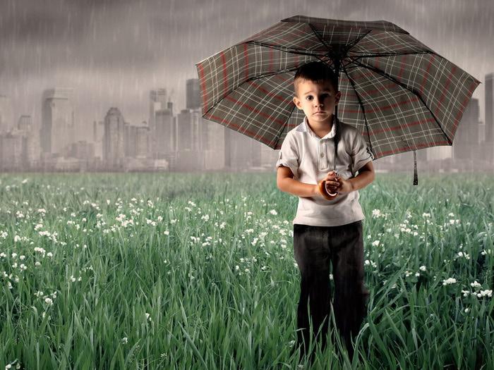 4216969_People_Children_Boy_under_an_umbrella_029881_ (700x525, 125Kb)