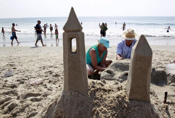 26-й ежегодный Нью-Джерси конкурс песочных замков (New Jersey Sandcastle Contest), на 18-Бич авеню в Белмар, Нью-Джерси, 18 июля 2012 года.