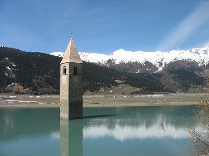 Церковь Altgraun на озере Решензее,2 (700x525, 245Kb)