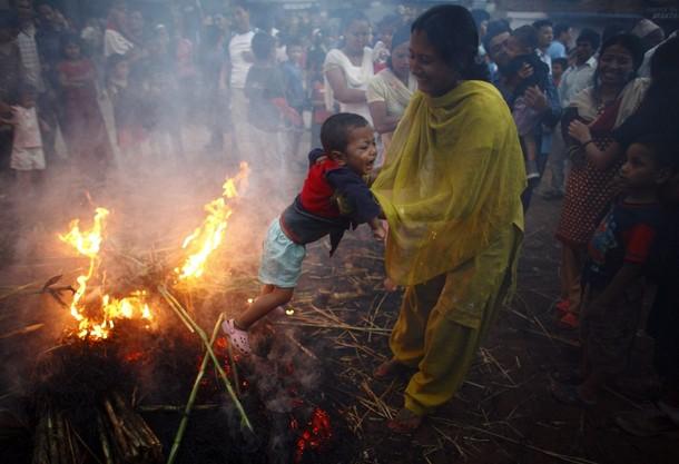 Праздник изгнания демонов 'Gathemangal' или Ghanta Karna в Бхактапур, Непал, 17 июля 2012 года/2270477_435 (610x417, 62Kb)
