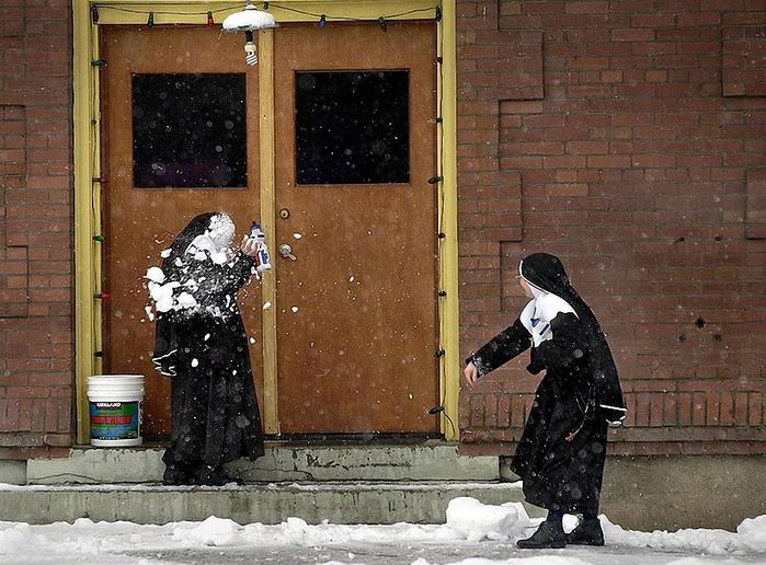 веселая монашка фото 11 (700x516, 318Kb)