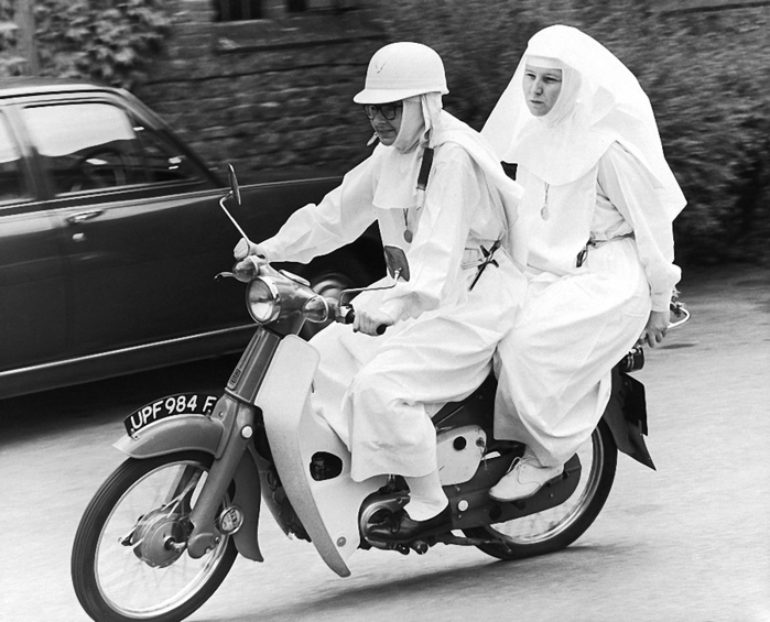 веселая монашка фото 16 (700x565, 233Kb)